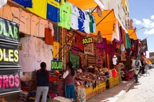 Lojas de artesanato em Copacabana, Bolivia