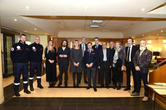 Un defibrillatore per la sicurezza dei ragazzi del Buzzi, a donarlo il Rotary Club Prato all'Ass. Naz. Carabinieri
