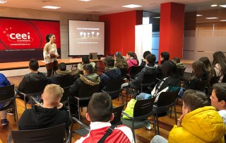Cien alumnos de diferentes cursos se forman en materia de emprendimiento e innovación de la mano del CEEI Guadalajara