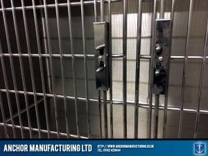 vets kennel large double door detail