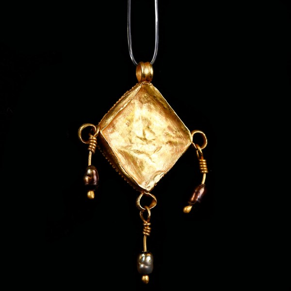 Roman Gold Pendant with Garnet