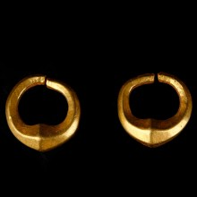 Urartu Matching Pair of Solid Gold Earrings
