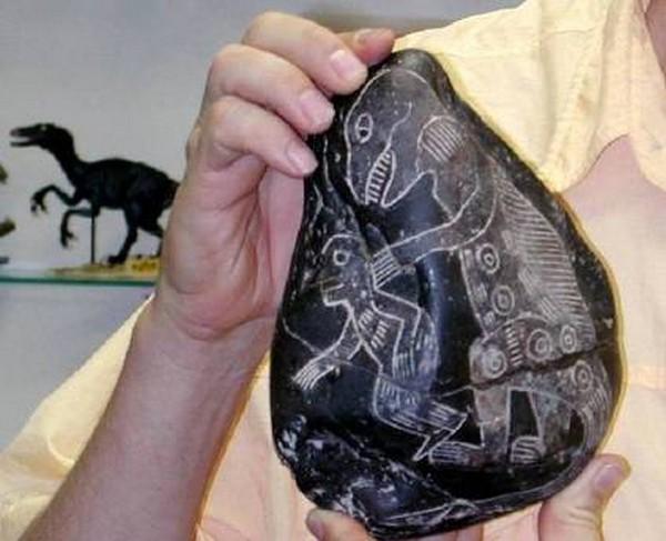 weird-ica-burial-stones05