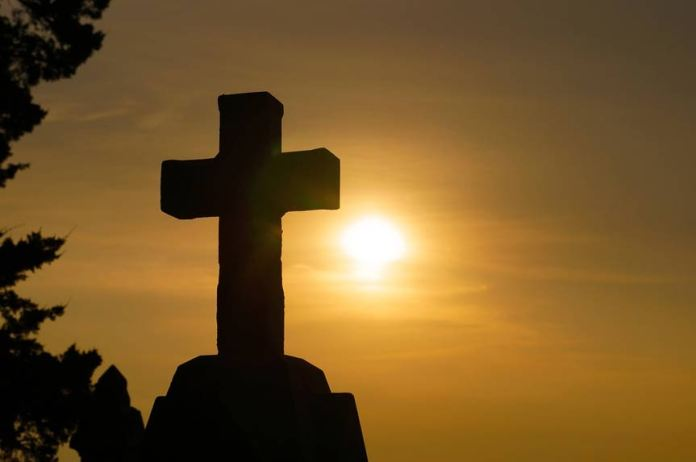"""Como el sol celestial, Jesús se eleva (""""nace"""") cada día. (Dominio público)"""