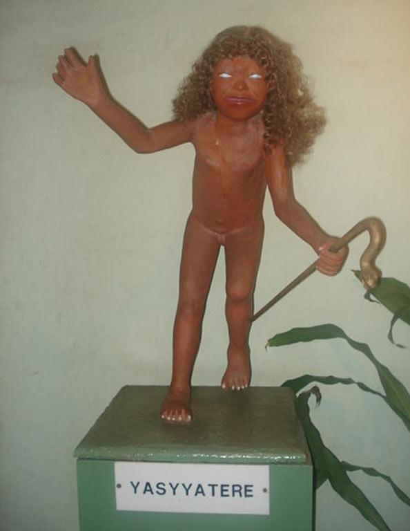 Representación de Yasy Yateré del Museo Mitológico Ramón Elías (public domain)