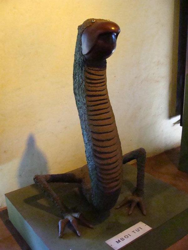 Representación de Mbói Tu'i del Museo Mitológico Ramón Elías (tripfreakz)