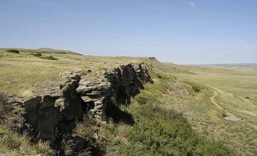 El despeñadero de búfalos de Head-Smashed-In en Alberta, donde fue descubierto un antiguo banquete de las Primeras Naciones (Harry NL / Flickr ).