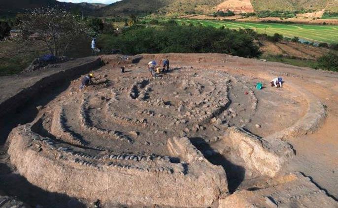 Edificio con forma espiral en el yacimiento arqueológico de Montegrande. (Arqueología del Perú)
