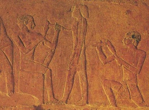 Escultores del antiguo Egipto tallando una estatua. (Underground Science) La corriente oficial sugiere que los canteros del antiguo Egipto utilizaban herramientas comunes para perforar y tallar el granito.