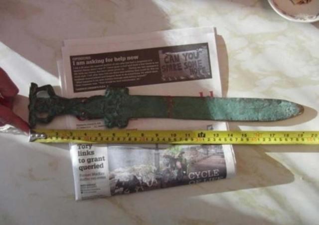 Espada romana hallada junto a las costas de Oak Island. Fotografía cortesía de investigatinghistory.org y la National Treasure Society.