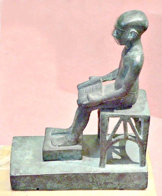 Estatuilla en bronce de Imhotep. Museo del Louvre. (Louvre/CC BY-SA 2.0)