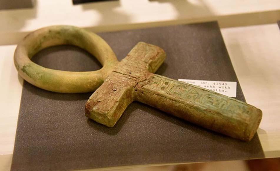 Fayenza de un símbolo 'ankh', palabra egipcia que significa 'vida'. (CC BY-SA 4.0)