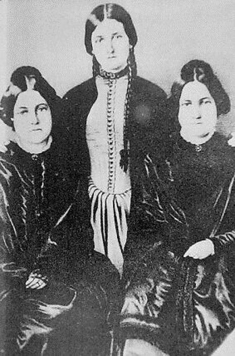 Las hermanas Fox. (Public Domain)