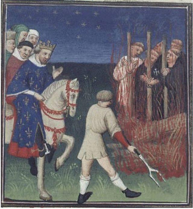 Ejecución de caballeros Templarios ante Felipe el Hermoso. Ilustración del manuscrito de Boccaccio 'Des cas des nobles hommes et femmes'. (Wikimedia Commons).