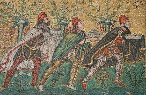 Los magos de la Biblia portando sus regalos de oro, incienso y mirra (Public Domain)