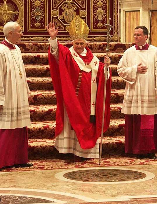 Benedicto XVI en la Basílica de San Pedro el 15 de mayo del 2005. (Dnalor 01/CC BY SA 3.0)
