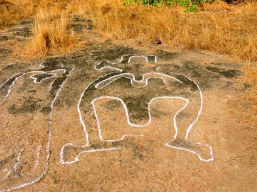 Muchos de los grabados incluyen figuras humanas. (Ratnagiri Tourism)
