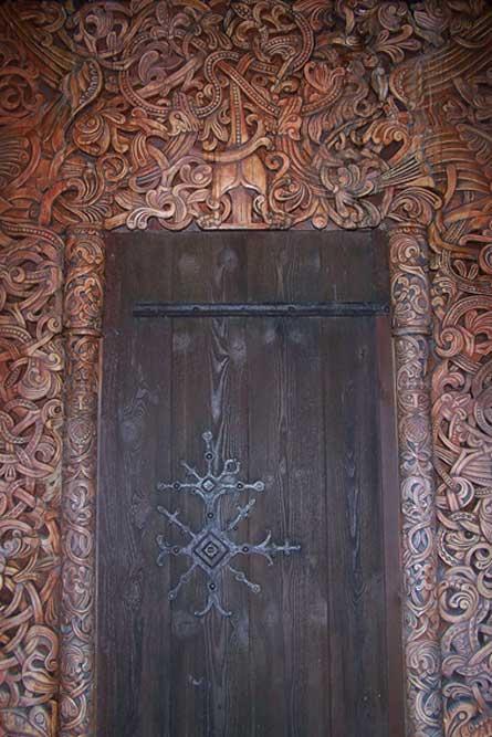 Puerta de una casa comunal vikinga, Epcot Center. (One Lucky Guy/CC BY NC SA 2.0)