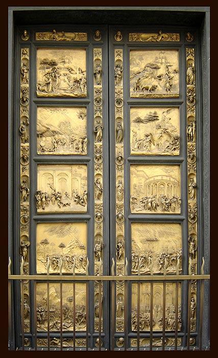 Los paneles de las elaboradas puertas del Baptisterio de Florencia, obra de Lorenzo Ghiberti, representan escenas del Antiguo Testamento. Uno de estos paneles (columna izquierda, segundo desde arriba) ilustra la vida de Noé, concretamente el momento en el que, tras el Diluvio Universal, Noé regresa a tierra firme con la ayuda de Dios. Curiosamente, el Arca aparece representada en este panel como una pirámide.