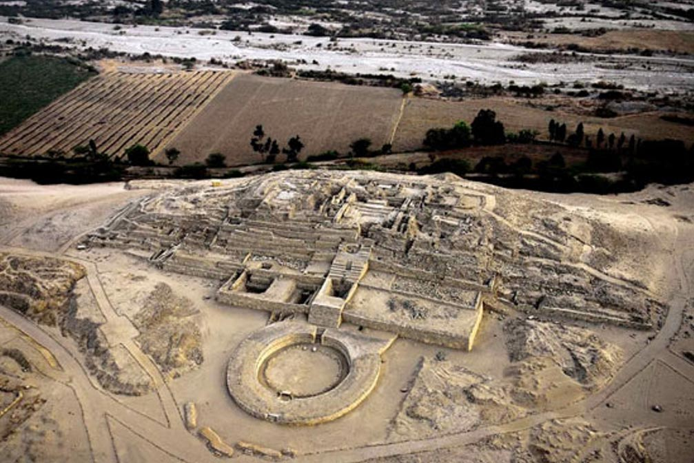 Los restos de la Ciudad Sagrada de Caral, Perú. Imagen original
