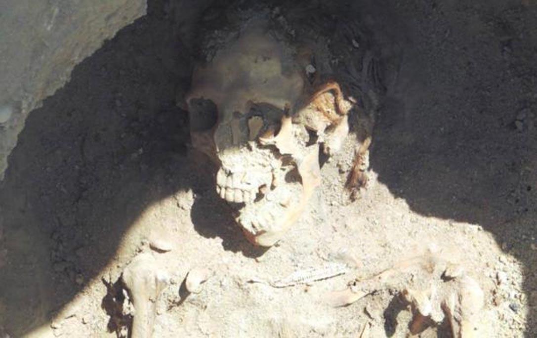 Restos de una mujer pelirroja hallados en la necrópolis egipcia de Fag el-Gamus. (Universidad Brigham Young)