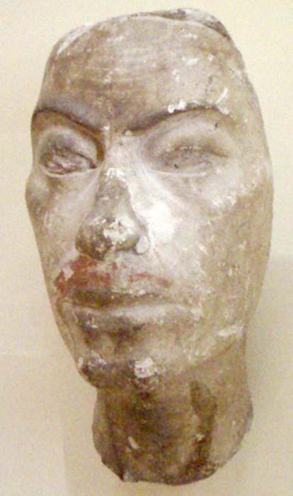 Retrato hallado en el estudio del escultor Thotmes (Tutmosis) y que podría ser el de Ay, probable padre de Nefertiti. (CC BY-SA 3.0)