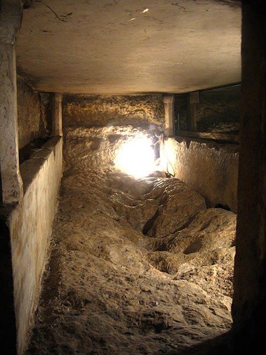 Sarcófago de la Virgen María, Iglesia del Sepulcro de María, Monte de los Olivos, Jerusalén. (CC BY SA 3.0)