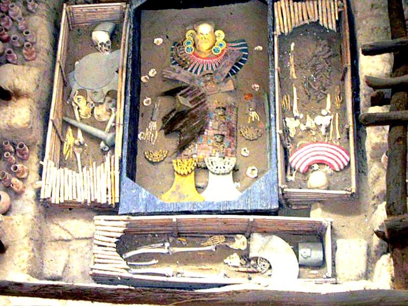 Tumba del Señor de Sipán, Museo de Tumbas Reales de Lambayeque, Perú. (Antonio Velasco - Public Domain)