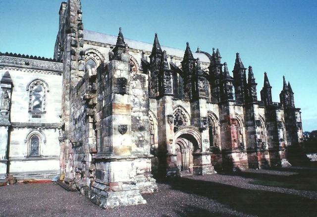 exterior-capilla-Rosslyn.jpg