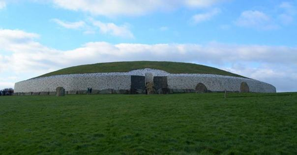 Portada - Fotografía de Newgrange. (CC BY 2.5 pl)