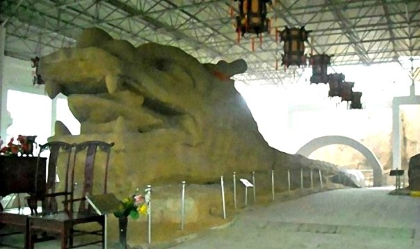 Portada - El dragón chino de piedra de 369 metros de longitud descubierto en 1988 en la provincia china de Hebei. (Fotografía: La Gran Época)