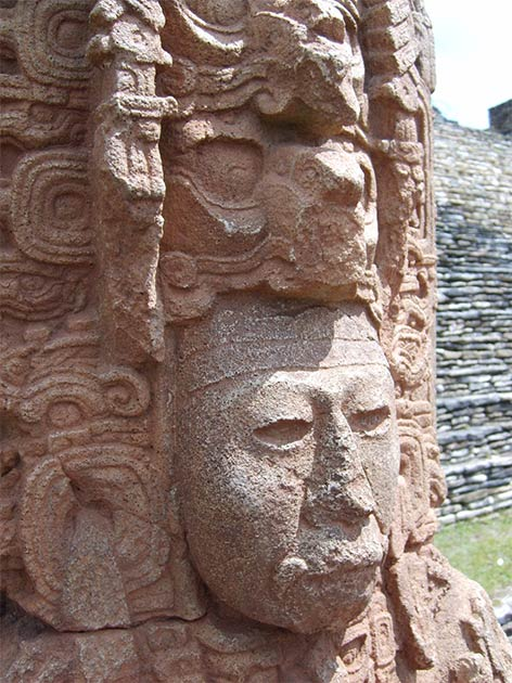 Mayan stele representing a king from the 6th century.  (Simon Burchell / CC BY-SA 3.0)