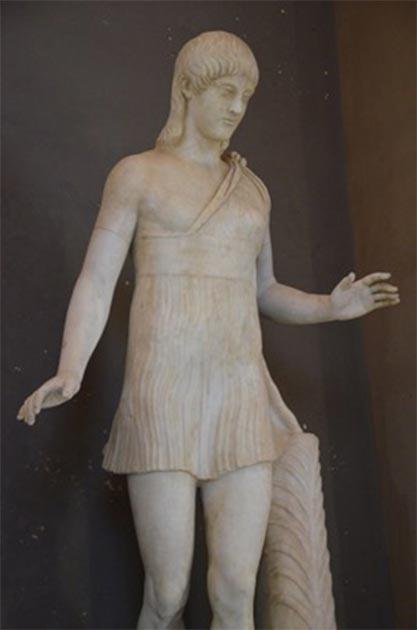 Estatua de mujer que lleva un quitón corto, para mostrar cómo podría haber sido las mujeres espartanas. (Carole Raddato / CC BY-SA 2.0)