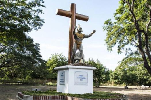 Monumento a los indígenas en las ruinas de León Viejo (Foto de Oddvisor)