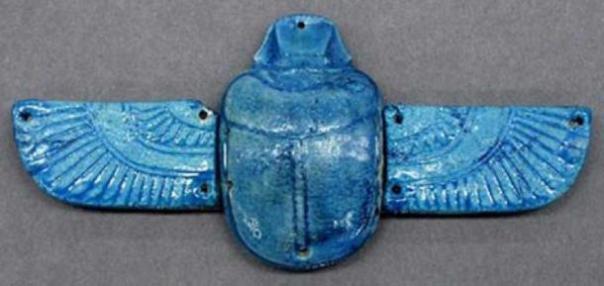 Un antiguo amuleto egipcio. (Cristalinos)