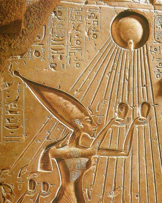 An interesting depiction of 14 days/rays. Akhenaten and Nefertiti under the solar rays of Aten