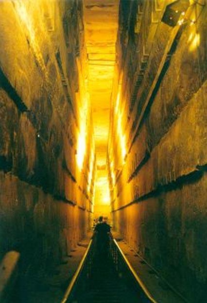La Grande Galleria della Grande Piramide di Giza.