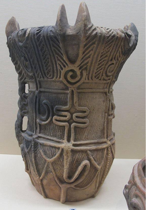 Nave Jomon datata al periodo medio, (3000-2000 aC).