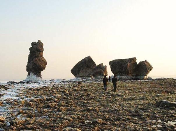 Los arqueólogos dicen que algunas ruinas del palacio se puede ver a baja la marea baja.