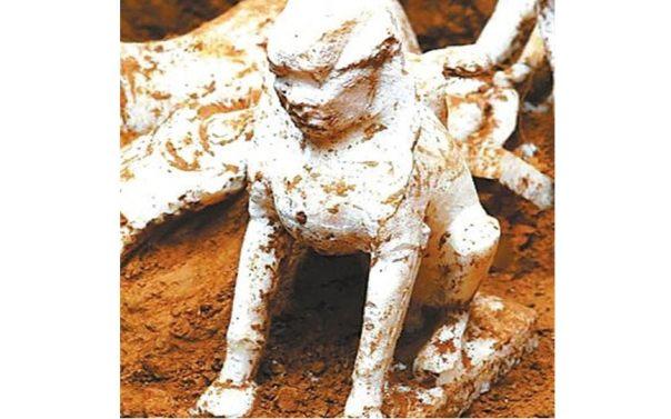La esfinge de mármol fue encontrado en una tumba china que se remonta más de 1.000 años.