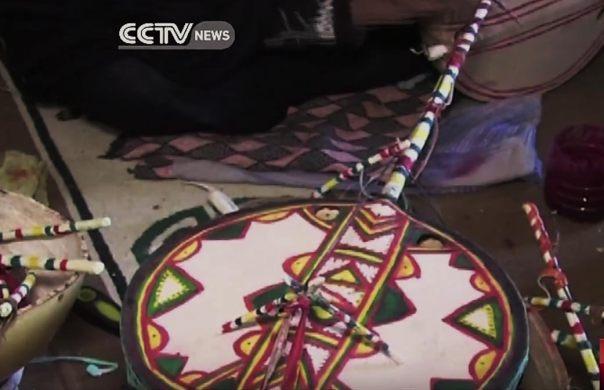 Un instrumento imzad tradicional, hecha por artesanas locales y jugado sólo por mujeres.