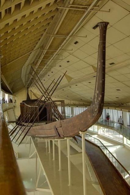 El barco Khufu reconstruida.  Giza, Egipto.