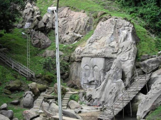 11th century rock cut - Los Misteriosos Unakoti bajorrelieves y la maldición de un Dios
