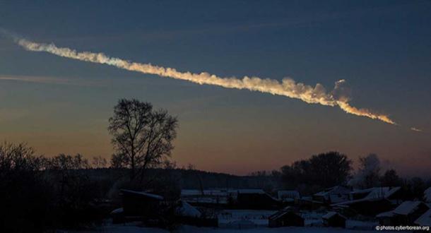 Una grande meteora ha sorvolato gli Urali in Russia nelle prime ore del mattino del 15/02/2013. La palla di fuoco è esplosa sopra la città di Chelyabinsk che ha causato danni agli edifici e centinaia di persone sono rimaste ferite. (Alex Alishevskikh / CC BY SA 2.0)