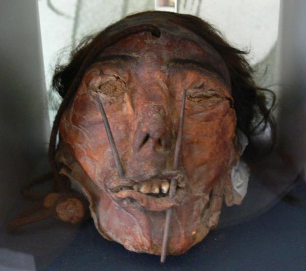 Una cabeza trofeo de la cultura Nazca