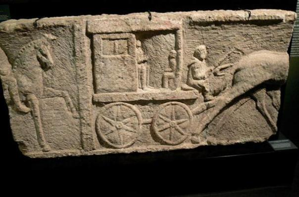 Alivio Funeral (segundo siglo) que representa un carro romano antiguo.