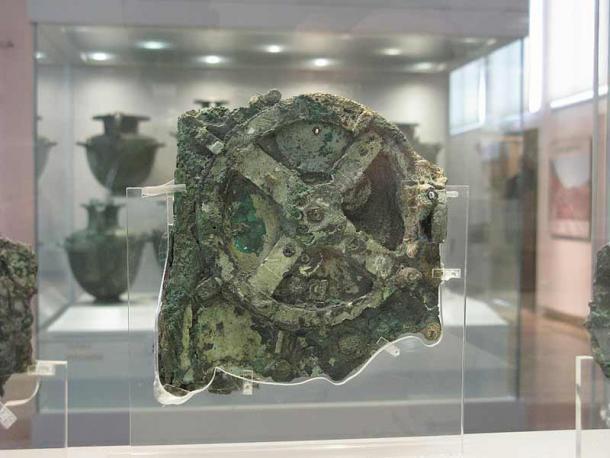 La découverte du mécanisme d'Anticythère dans un naufrage au large des côtes de l'île grecque d'Anticythère prouve l'existence d'une technologie de pointe dès 100 avant JC.