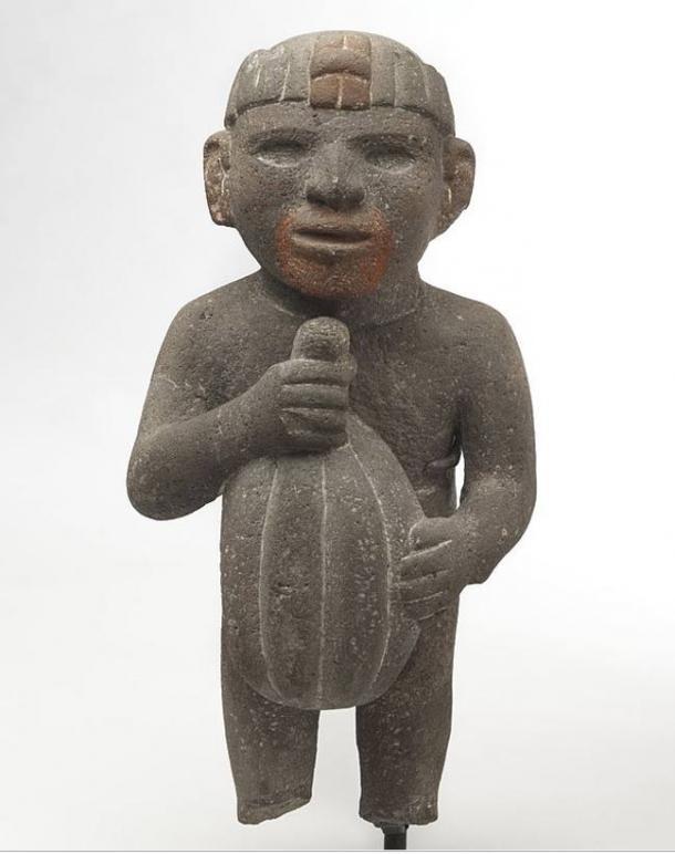 Azteca. Uomo con una Cacao Pod, 1440-1521. pietra vulcanica, tracce di pigmento rosso.