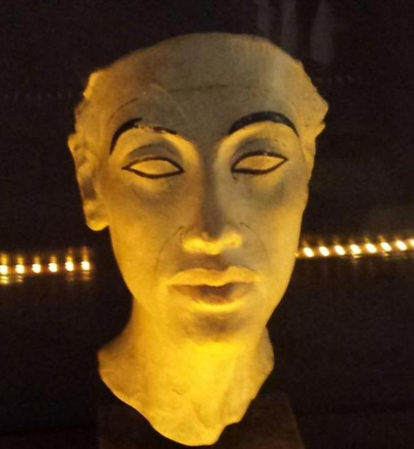 Busto de Akenatón.