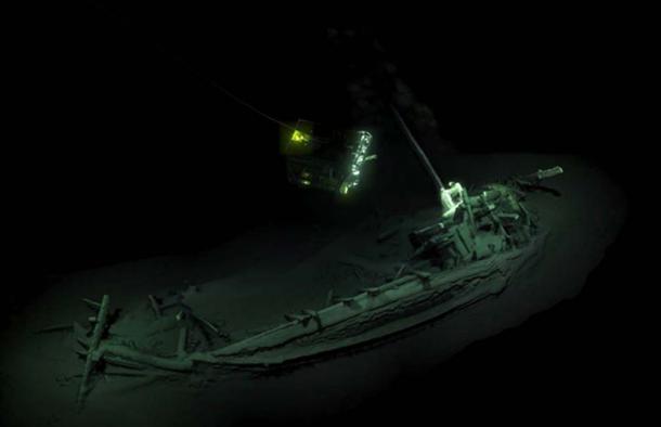 Imaging di ROV che visitano il precedente più antico naufragio intatto noto, trovato nella parte inferiore del Mar Nero.  Fonte: mappa del Mar Nero / spedizioni EEF